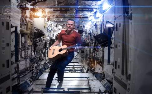 2013: A Space Oddity as Astronaut Sings Bowie in Space