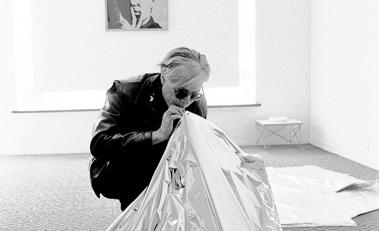 Steve Schapiro Andy Warhol Blowing Up Silver Cloud Pillow, Los Angeles 1966 © Steve Schapiro