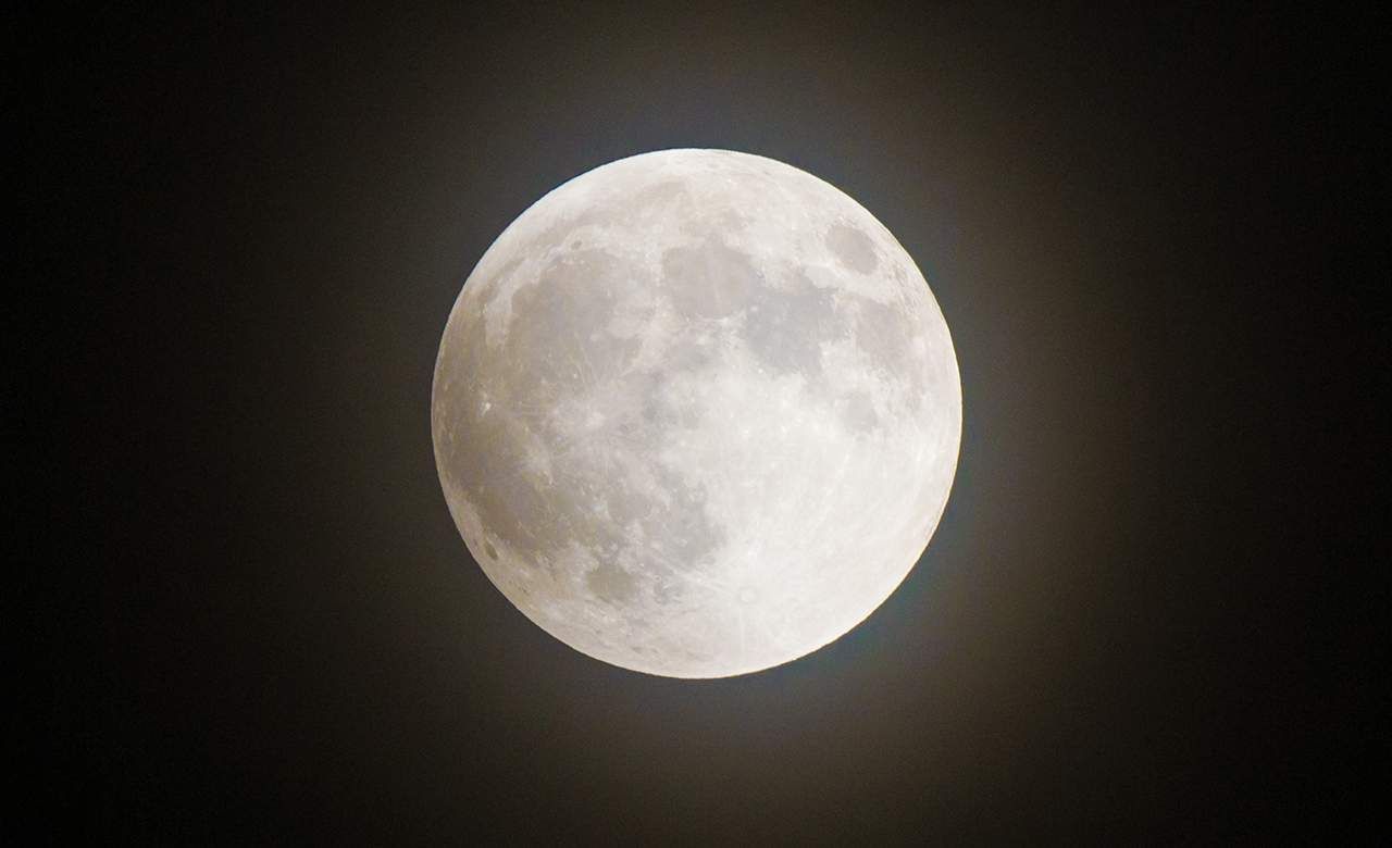A 'Pink' Supermoon Will Be Visible in New Zealand Tonight