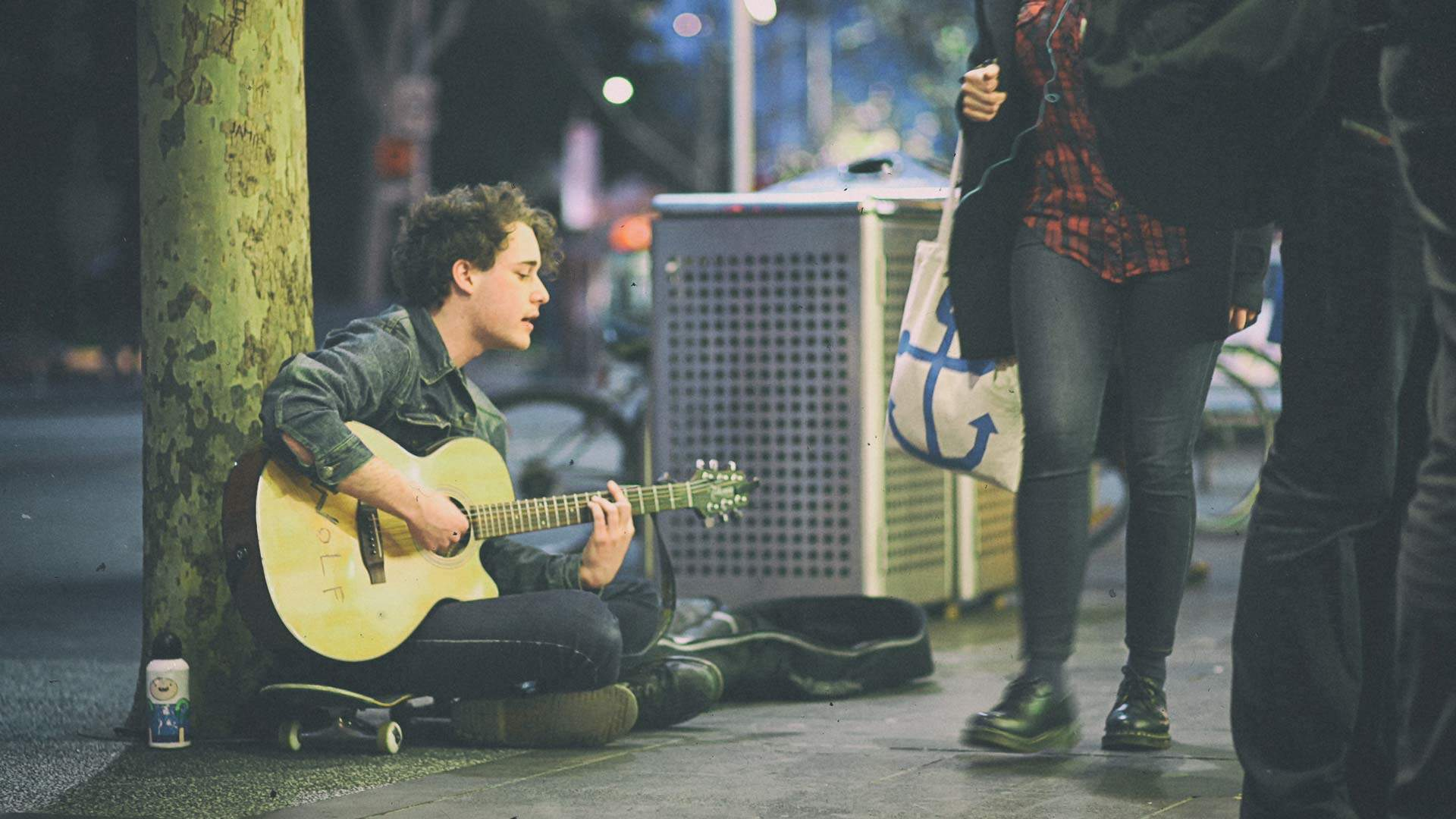 Melbourne Is Trialling a New Tap-And-Go Payment System for Buskers