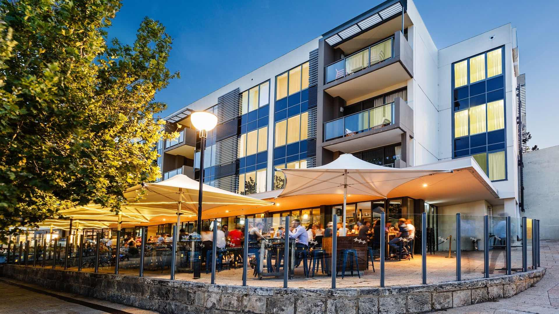 The Royal on the Waterfront best bars to watch sport in Perth