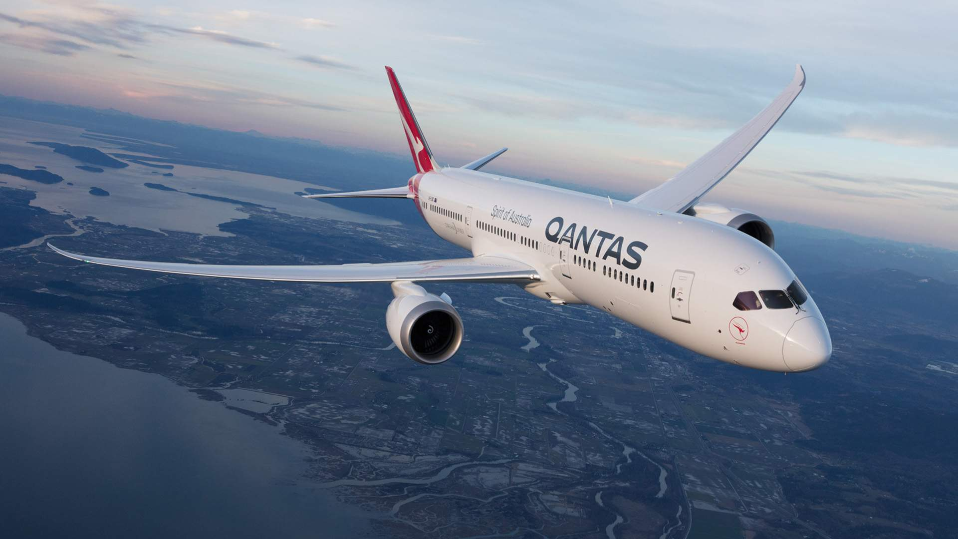 Qantas Will Only Let Passengers Fly Overseas If They've Had a COVID-19 Vaccination