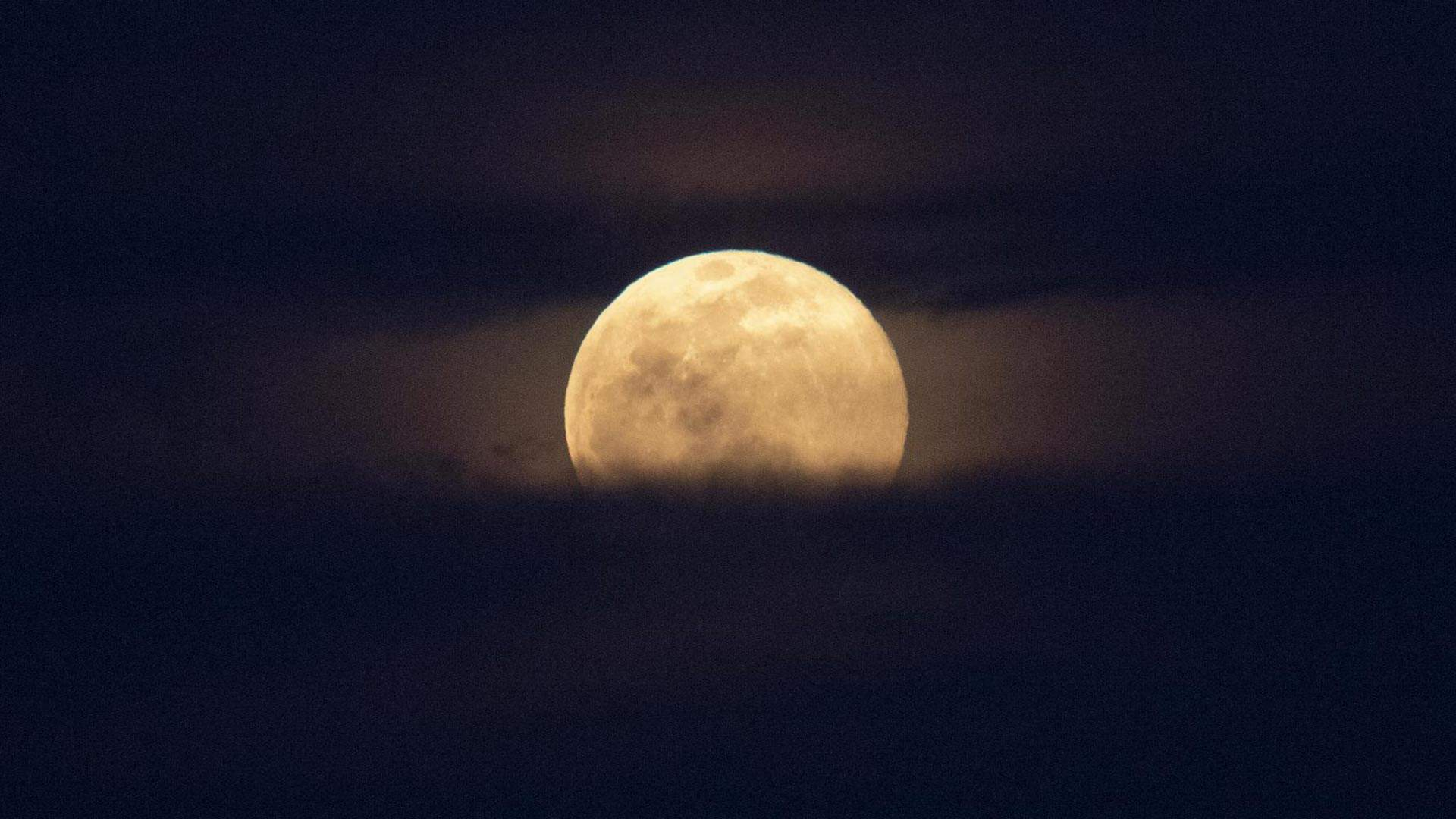 A Supermoon Will Be Visible in Australia and New Zealand Tonight