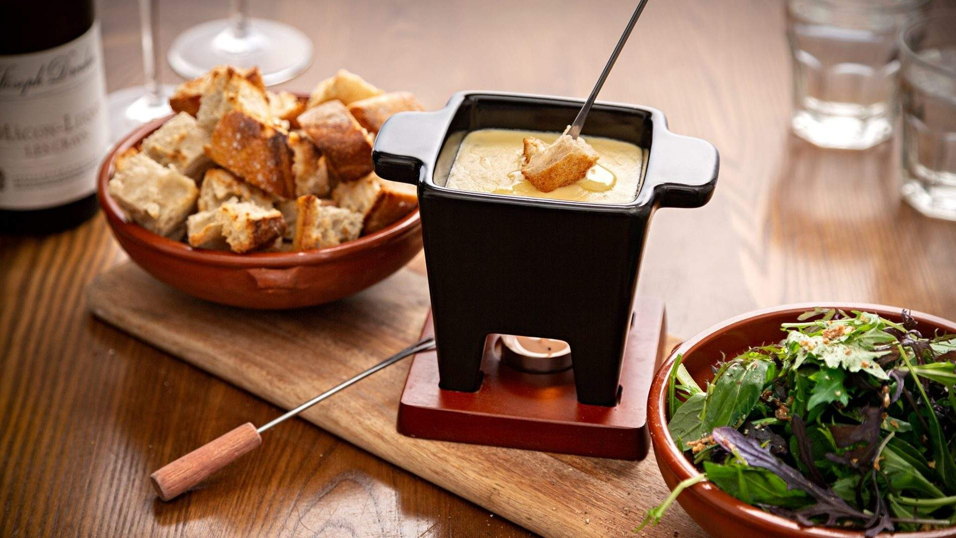 This Auckland French Restaurant Is Now Delivering Cheese Fondue Kits