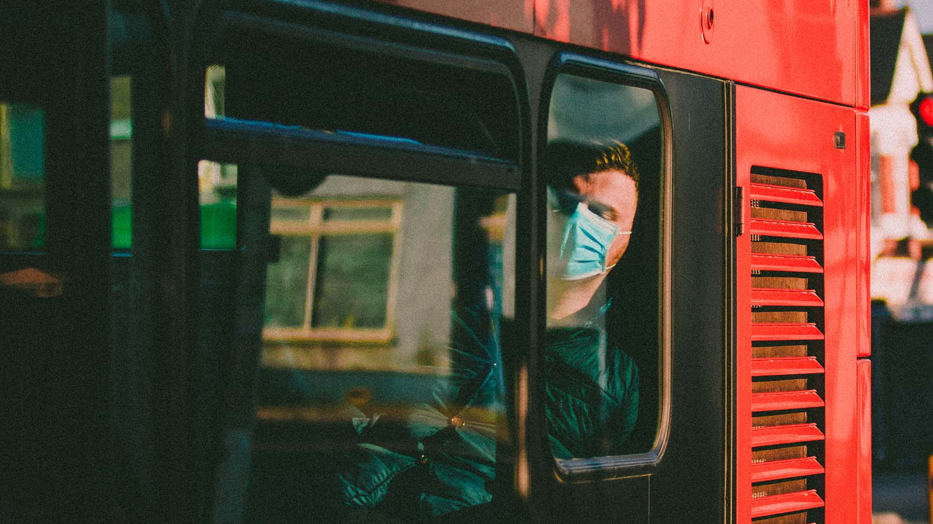 Melburnians Will No Longer Need to Wear Face Masks Outside If They Can Social Distance