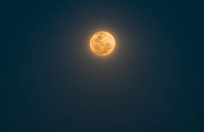Background image for A 'Strawberry' Full Moon Will Be Visible in Australia's Skies This Week