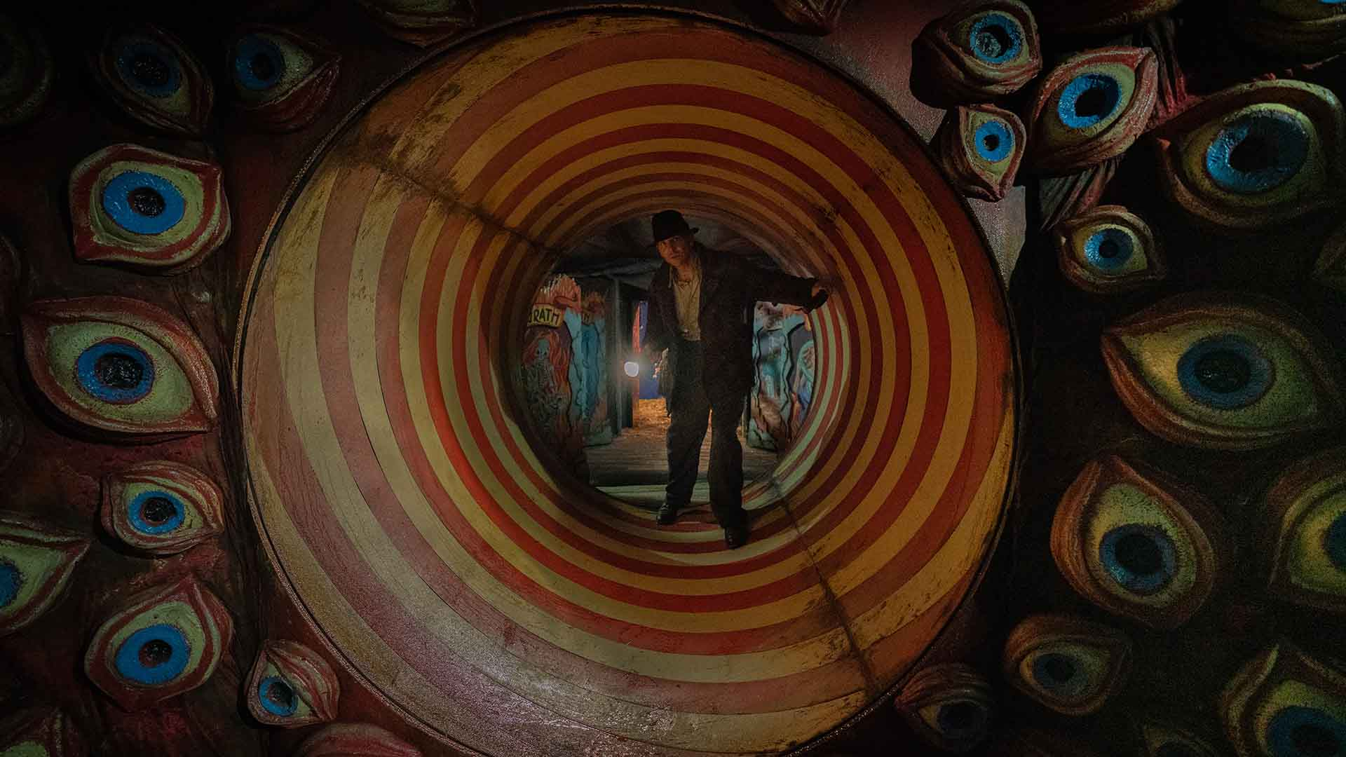 The First Trailer for Guillermo del Toro's 'Nightmare Alley' Spins Up Psychological Thrills in a Carnival